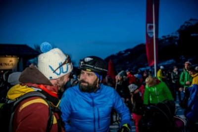 Am Start noch ein bissl Smaltalk mit dem OK-Chef Wasti Obermoser. Foto: © www.michaelwerlberger.at