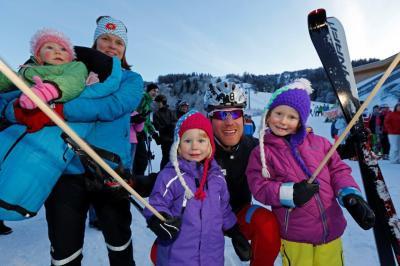 Klaus mit seiner Frau Miriam und den Töchtern Linda, Maria und Greta.
