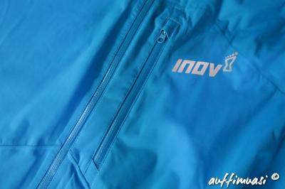 In der Brusttasche kann die Jacke auch verstaut werden.