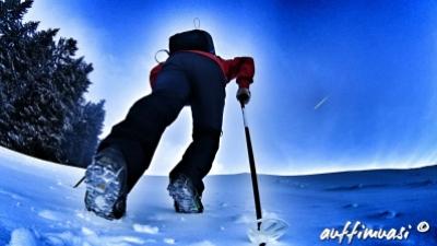 Auf sehr steilen, eisigen Pisten kommen die Snowline Chainsen Trail an ihre Grenzen.